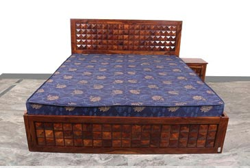 Diamond Front Droz Bed