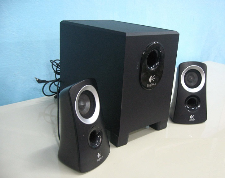 logitech z313 2 1 multimedia speaker used furniture for sale. Black Bedroom Furniture Sets. Home Design Ideas